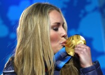 olympics-gold-medal-kiss